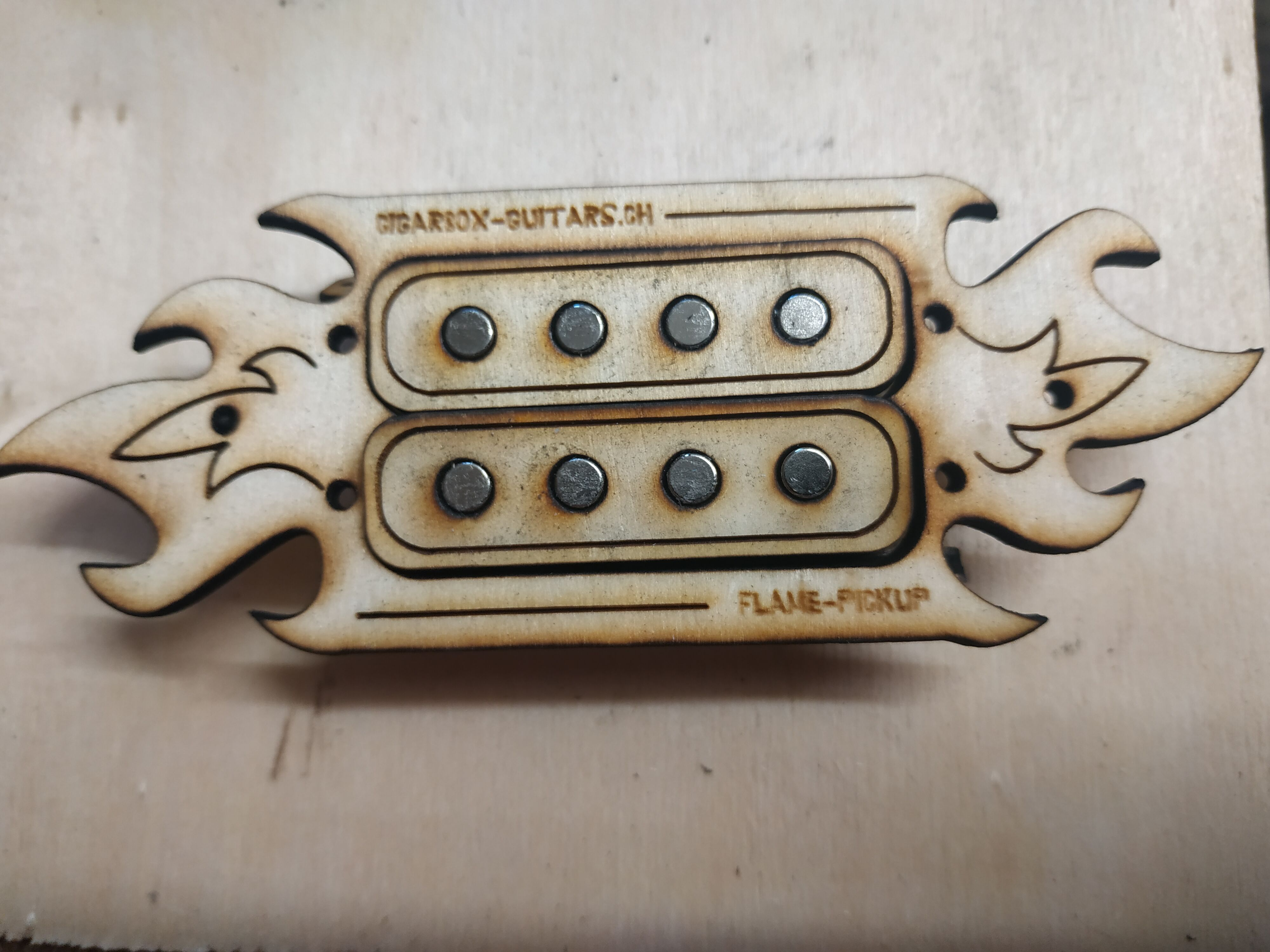 Flame Pickup 4-String Humbucker